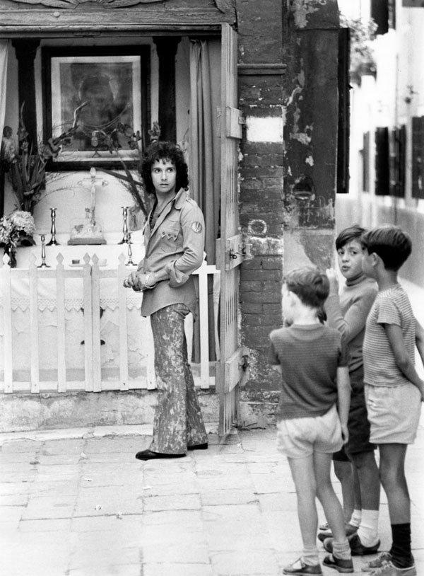 Roberto Carlos na frente da capela de Santa Rita em Veneza