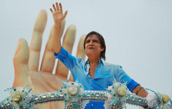 O Rei foi homenageado pela Beija Flor no Carnaval do Rio de Janeiro de 2011 Crédito: Buda Mendes/LatinContent via Getty Images