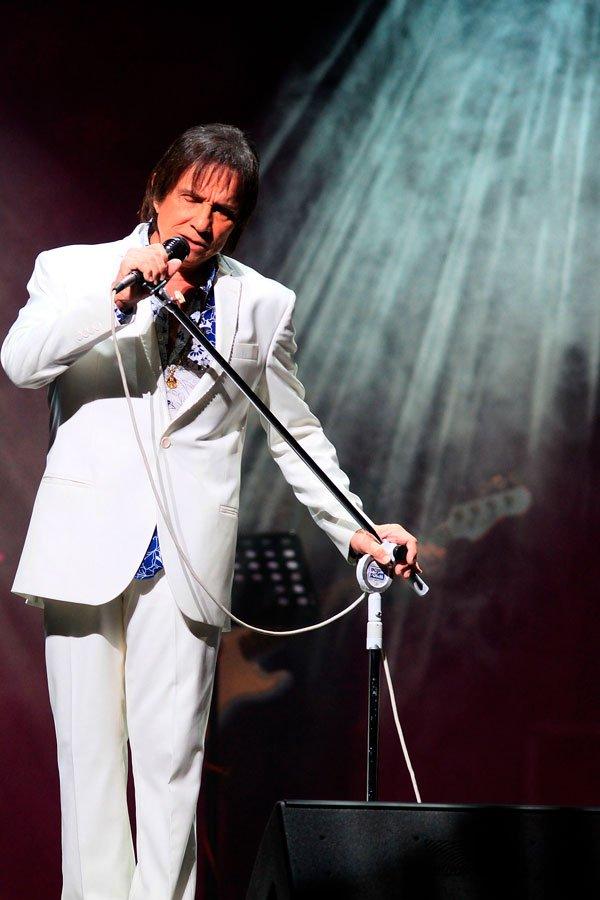 O cantor se apresentou no Coliseo Jose M. Agrelot, em 2015, na capital de Puerto Rico