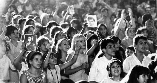 Em 1966, fãs de Roberto spanCarlos já lotavam casas de show para vê-lo de perto