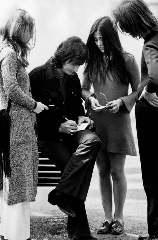 No Brasil, o frenesi ao redor de Roberto Carlos era compatível com o dos Beatles na Inglaterra