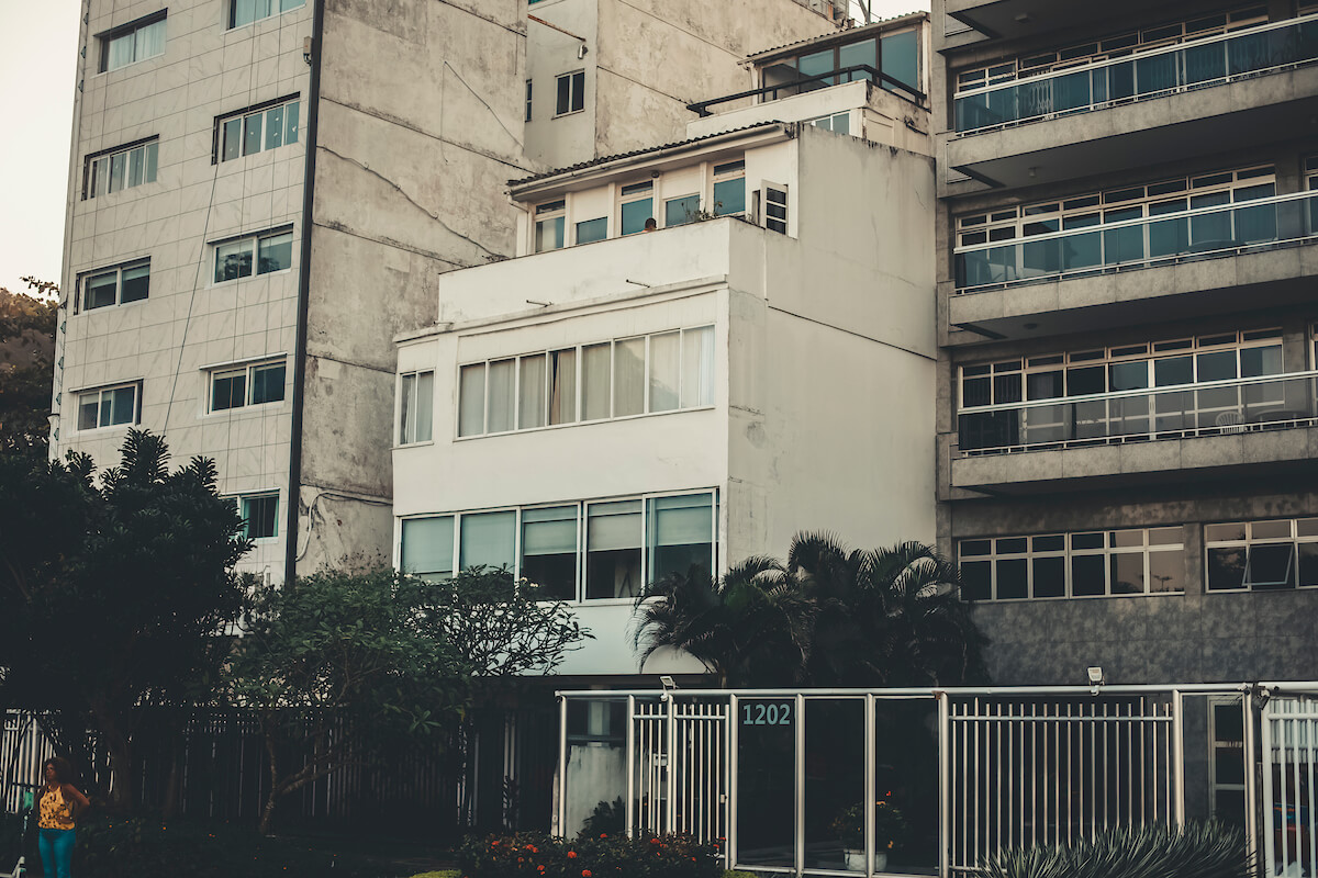 A cobertura de Maria Elisa fica na Avenida Delfim Moreira 1212, no Leblon, zona sul do Rio de Janeiro
