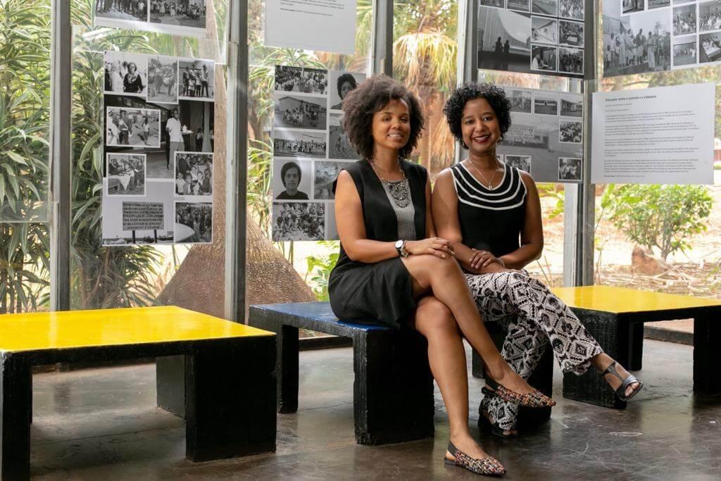 Andressa Marques da Silva e Ana Flávia Magalhães Pinto organizaram uma exposição com fotos da construção de Brasília