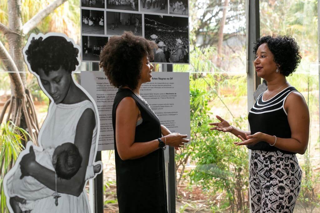 Por quatro meses, Ana Flávia coordenou um grupo de pesquisadores de iniciação científica e extensão. O grupo digitalizou 700 mil fotos do Arquivo Público do Distrito Federal