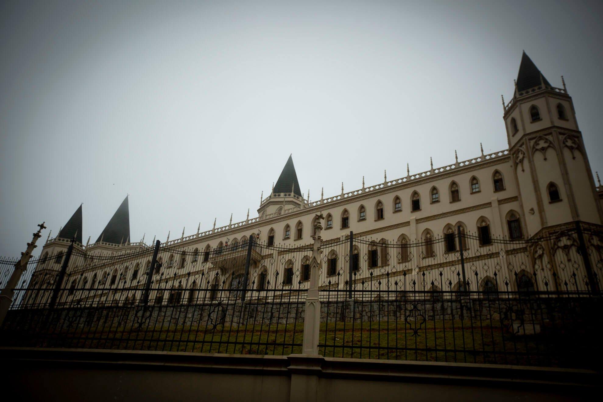 Só na unidade masculina de Caieiras, na Serra da Cantareira, estão confinados 150 garotos. Há ainda a casa das meninas, chamada Monte Carmelo