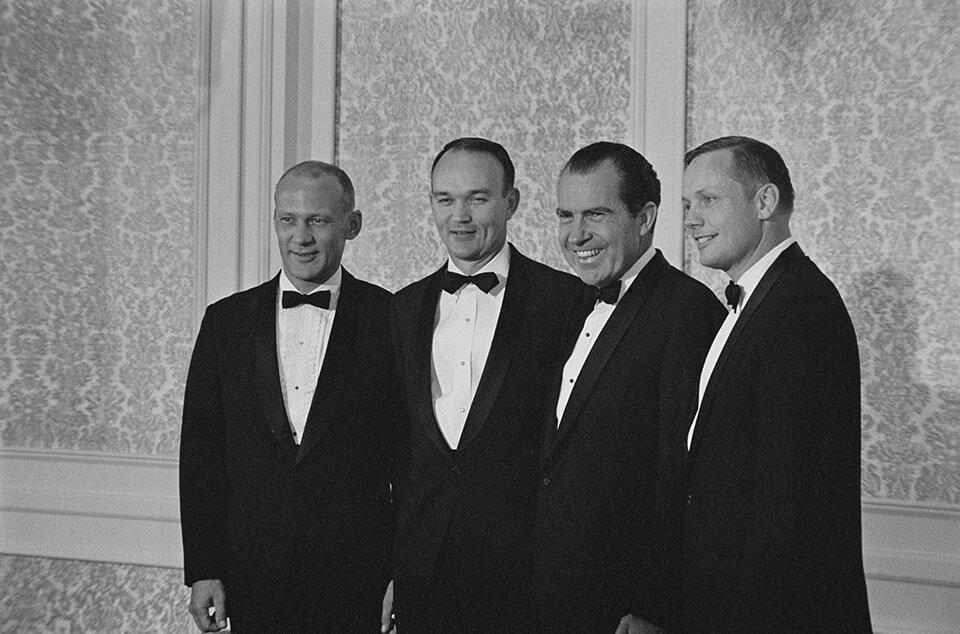 Aldrin, Collins, Richard Nixon e Armstrong em jantar na Casa Branca