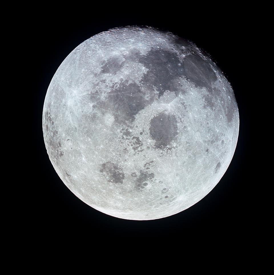 Foto da Lua cheia vista da nave Apollo 11, julho de 1969
