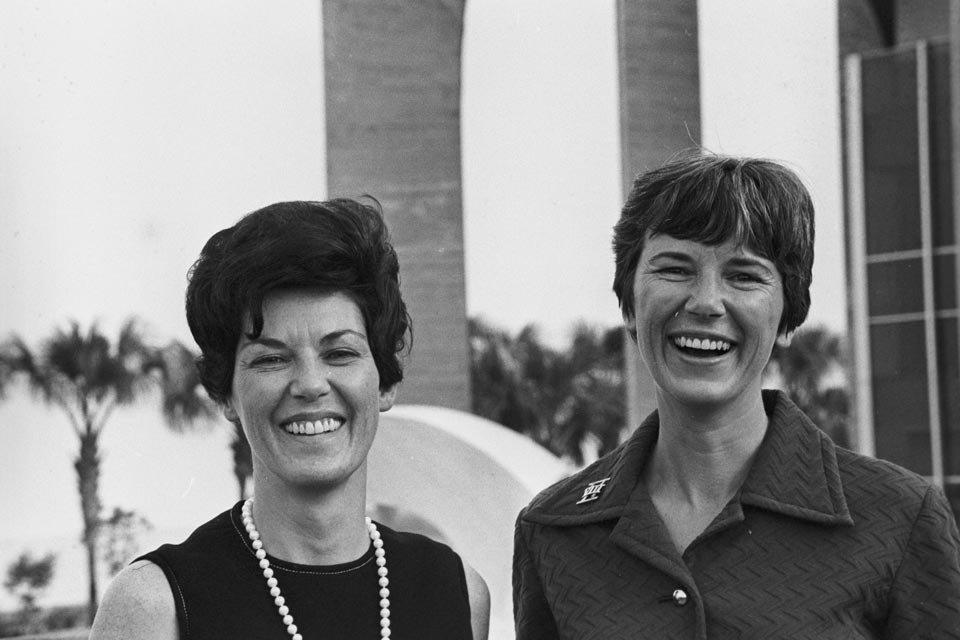 Pat Collins e Janet Armstrong acompanharam os maridos