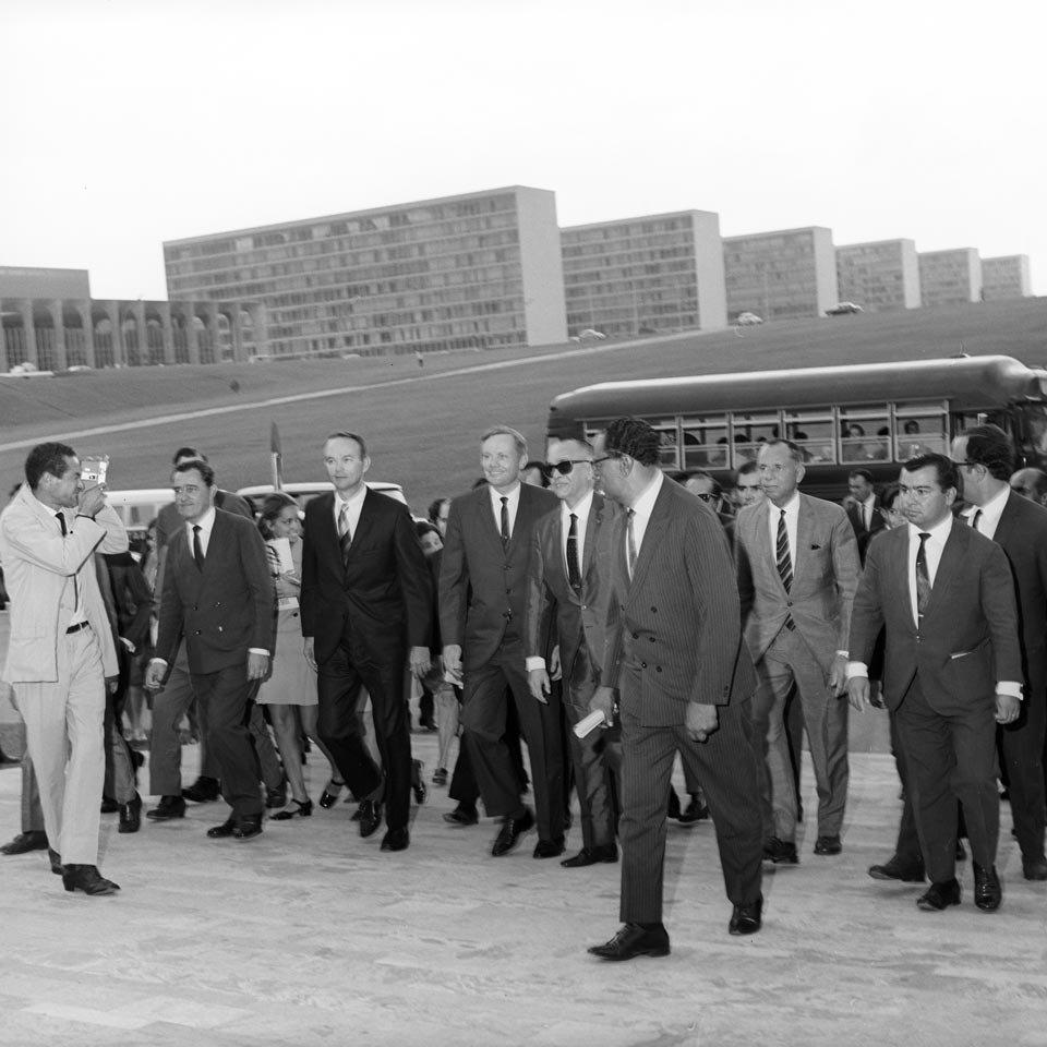 Michael Collins e Neil Armstrong na rampa do Congresso Nacional