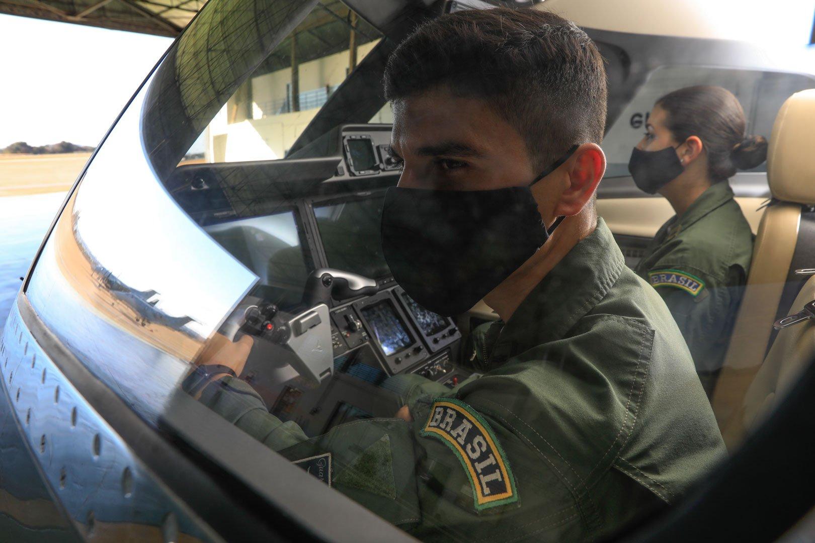 """""""A nossa profissão, além de extremamente importante, é gratificante"""", assinala o tenente Guilherme Freitas"""