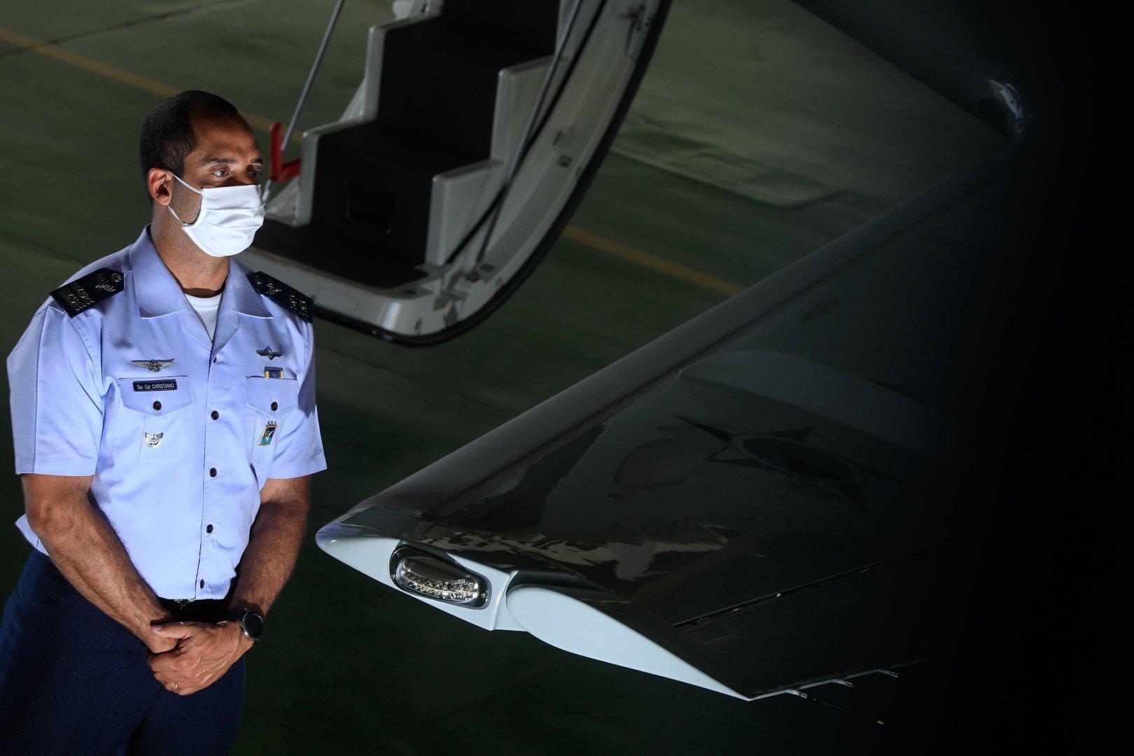 """""""É voo da vida. A gente leva esperança. É muito gratificante e vale a pena todo o esforço"""", ressalta o tenente-coronel Chistiano Pereira Haag"""