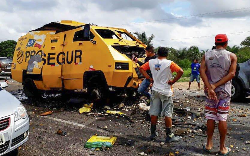 Os ladrões explodiram o cofre e, na fuga, deixaram dinamites espalhadas pela pista da BR-324, em Jacobina (BA)