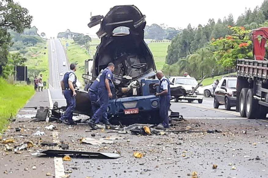 Dez assaltantes em três veículos fecharam um blindado da Protege na Rodovia Abrão Assed, em São Paulo