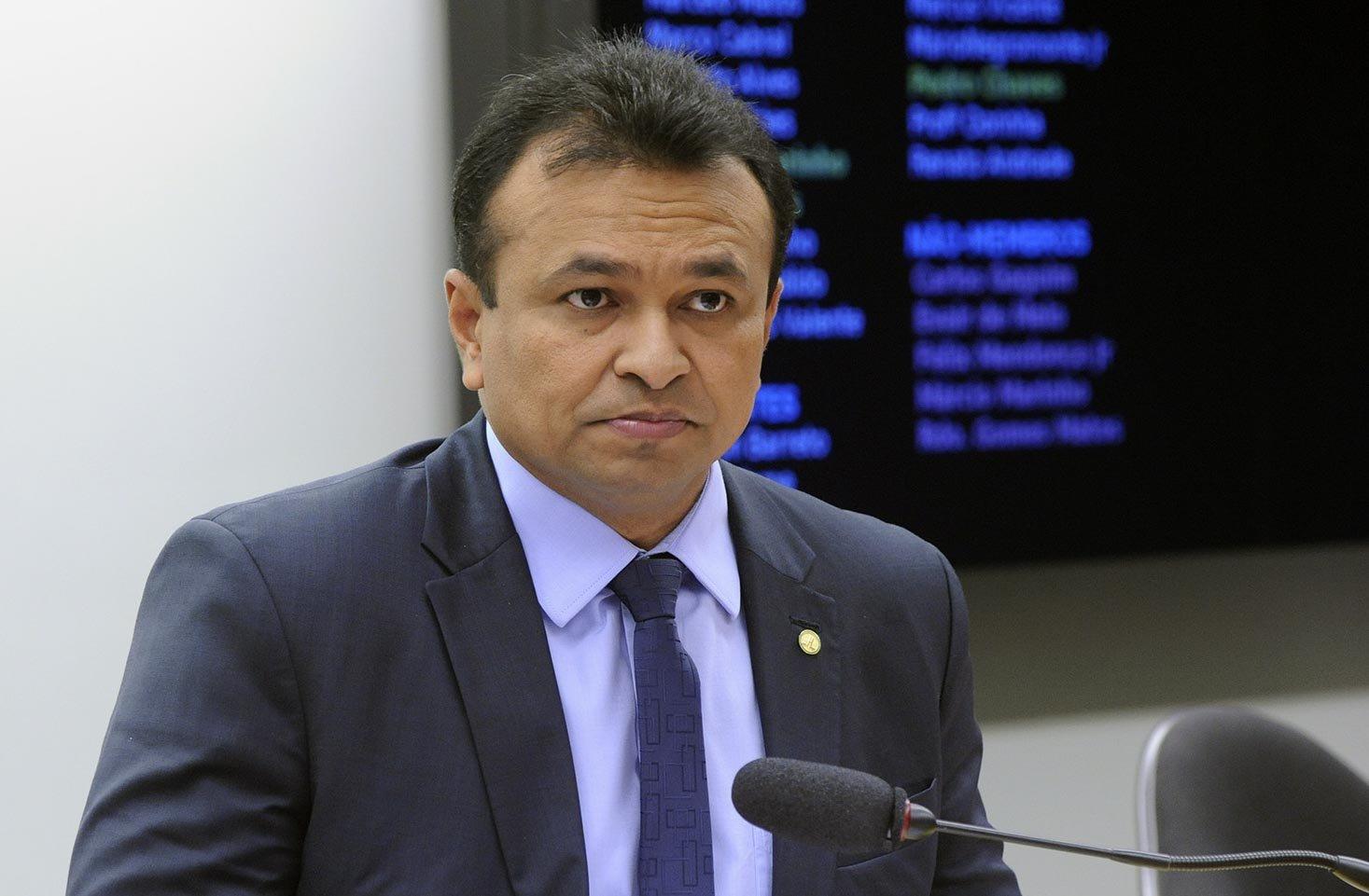 O deputado Capitão Fábio Abreu (PTR-PI) apresentou projeto de lei que autoriza as empresas de vigilância a dotar seus funcionários com armas mais potentes