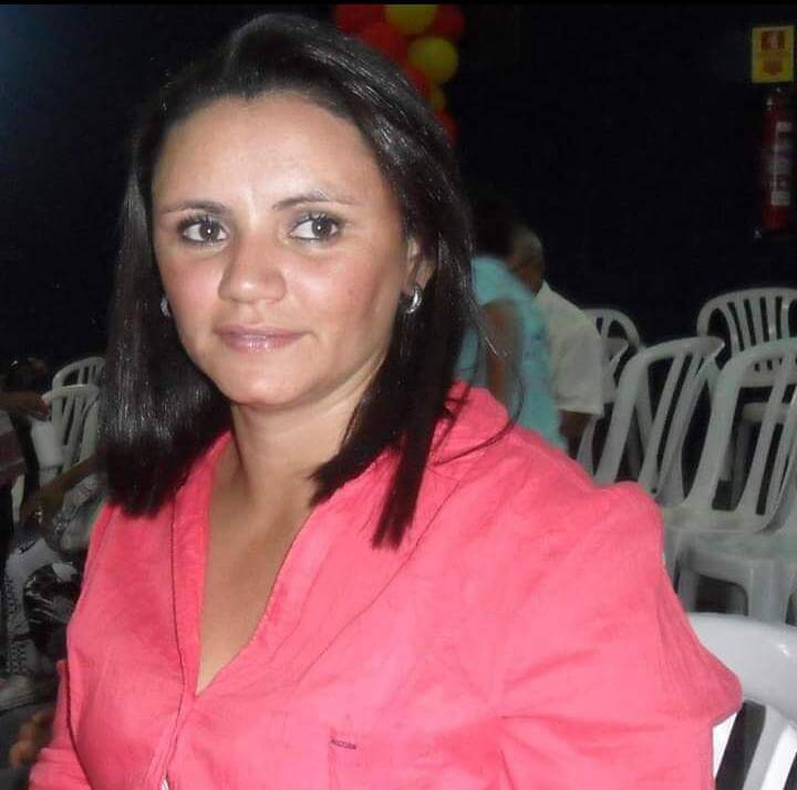 Vânia teve quatro filhos de diferentes idades, sendo o mais velho de 19 e a mais nova com 5 anos