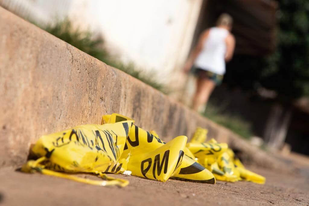 A vítima foi assassinada no meio da rua: em frente ao pai, ao irmão e ao filho