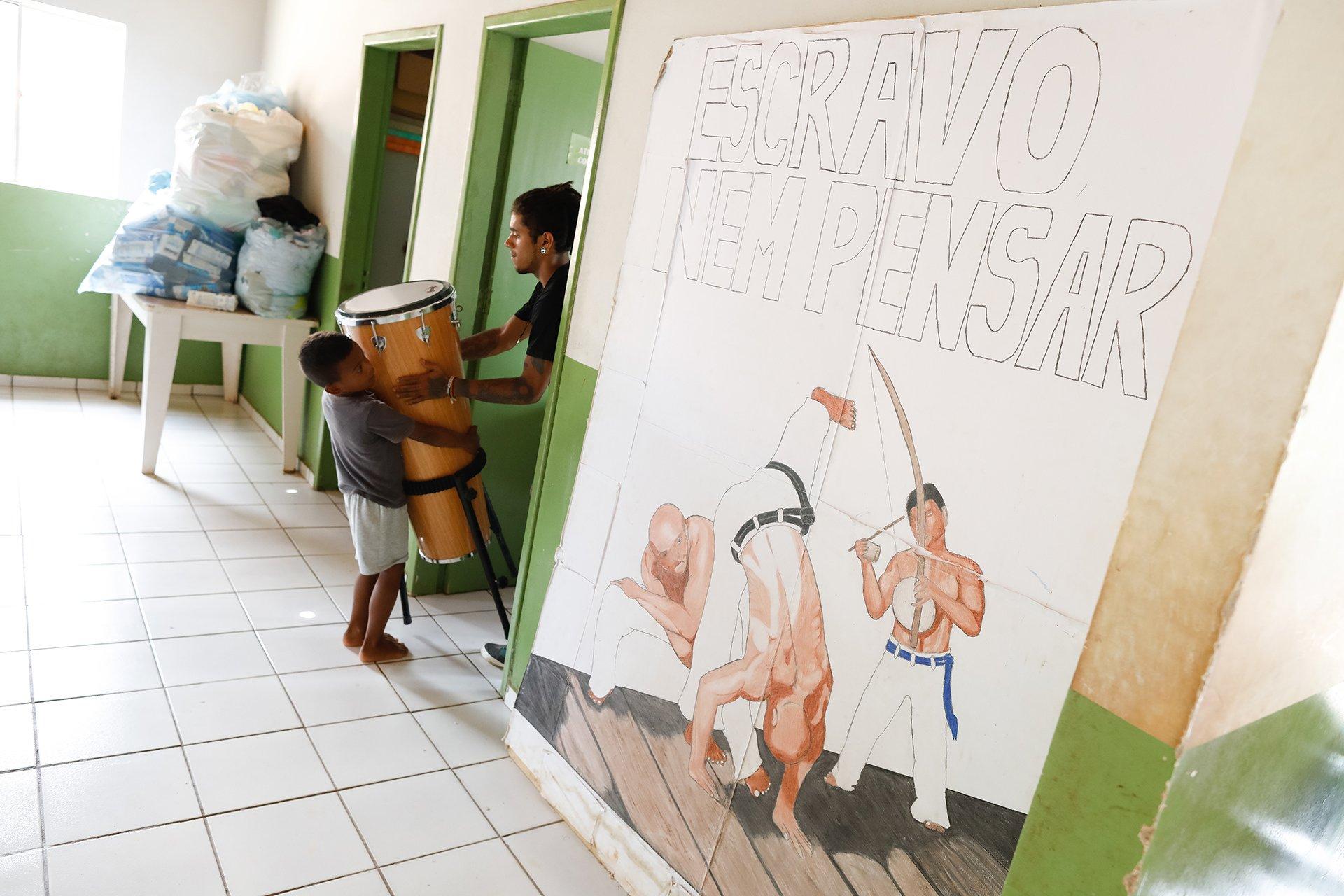 Referência em trabalho social no Maranhão, a organização oferece aulas de capoeira, teatro, costura e reciclagem, além de auxiliar famílias de trabalhadores resgatados