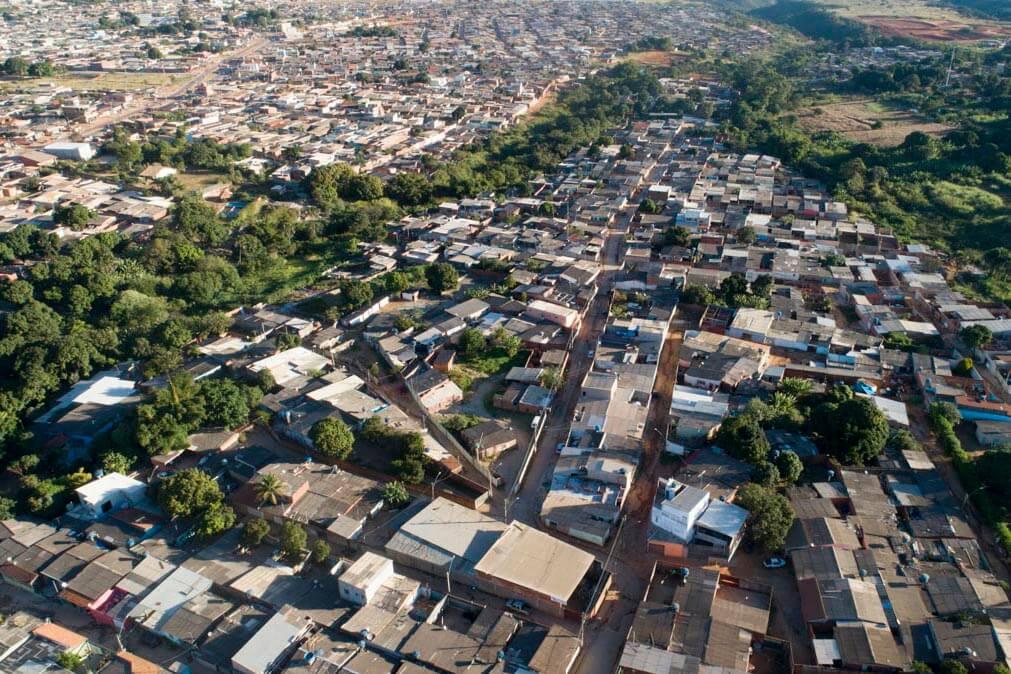 A avó e parte dos tios maternos de Michelle Bolsonaro vivem no Sol Nascente, a maior favela do país