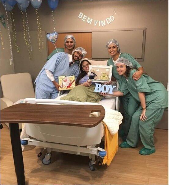 A primeira-dama postou foto em um hospital particular no dia em que o sobrinho nasceu. Após o acidente da avó, em 8 agosto, seguidores criticaram a publicação