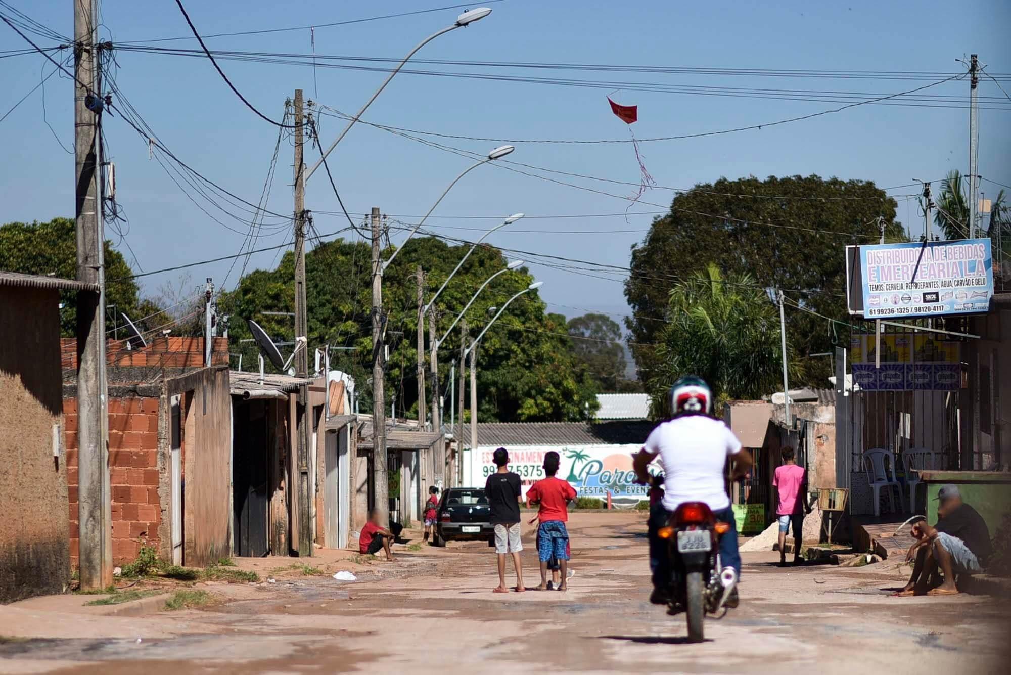Fachada da casa de Maria Aparecida, ela mora apenas com um de seus filhos, Gilberto Firmo Ferreira, que é surdo