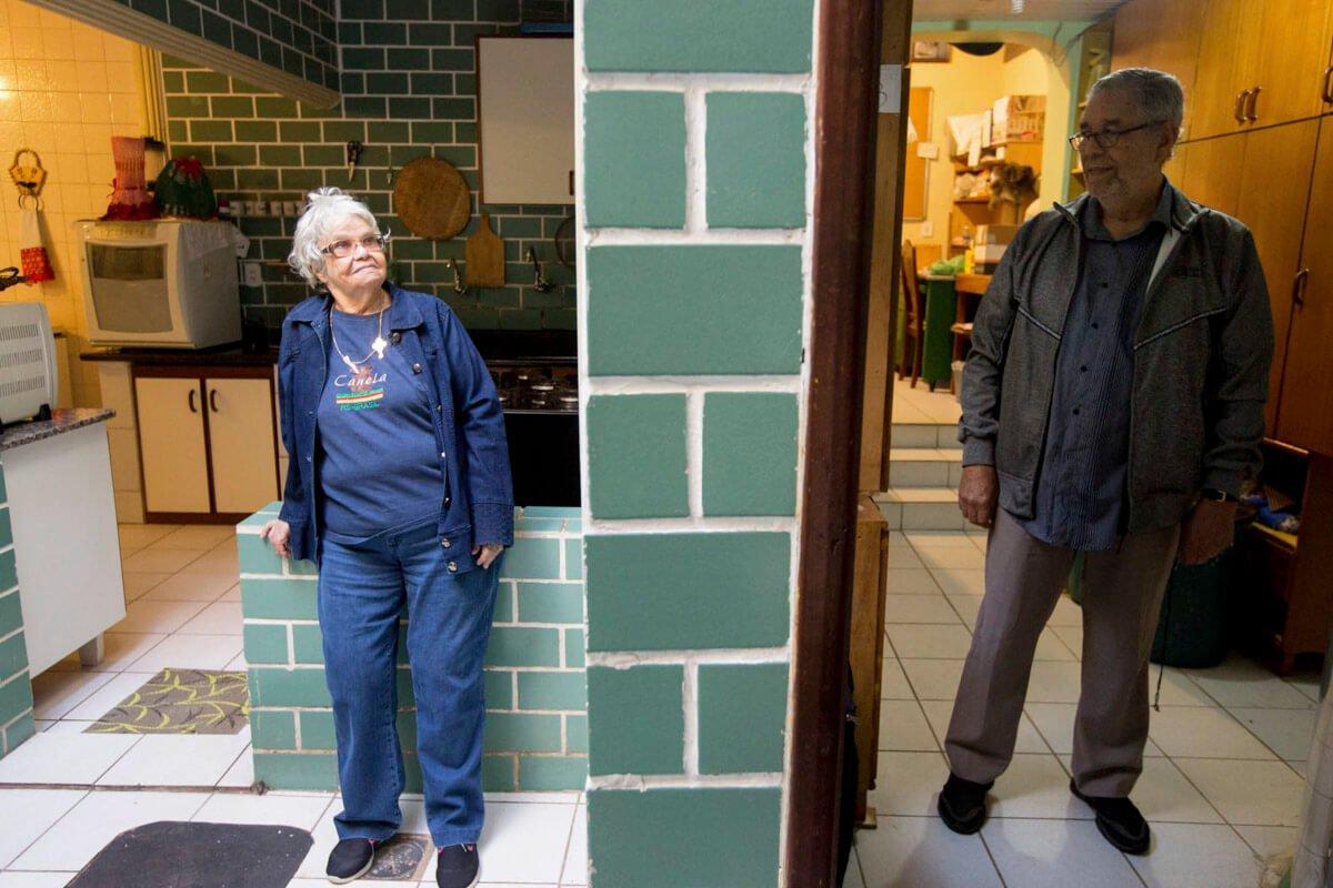 Else foi diagnosticada com Alzheimer e, desde então, Ari tomou à frente dos cuidados à companheira