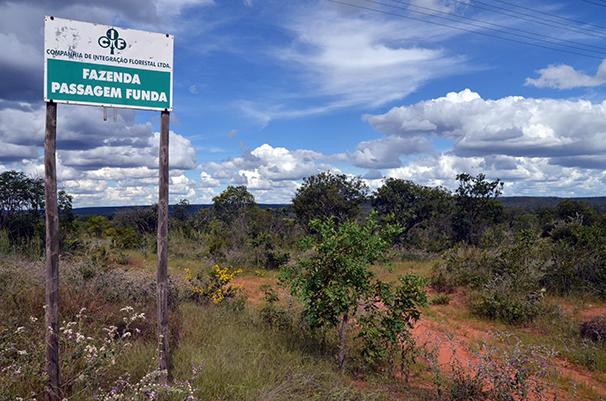 Placa de identificação da Fazenda Passagem Funda, propriedade onde nasce o Arrojado. Foto: Gilberto Alves/Especial para o Metrópoles