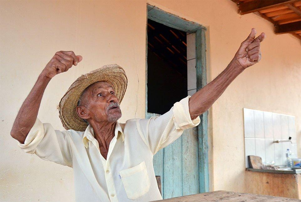 Aos 90 anos, João Nego tem na memória mais de oito décadas de histórias dos geraizeiros. Foto: Gilberto Alves/Especial para o Metrópoles