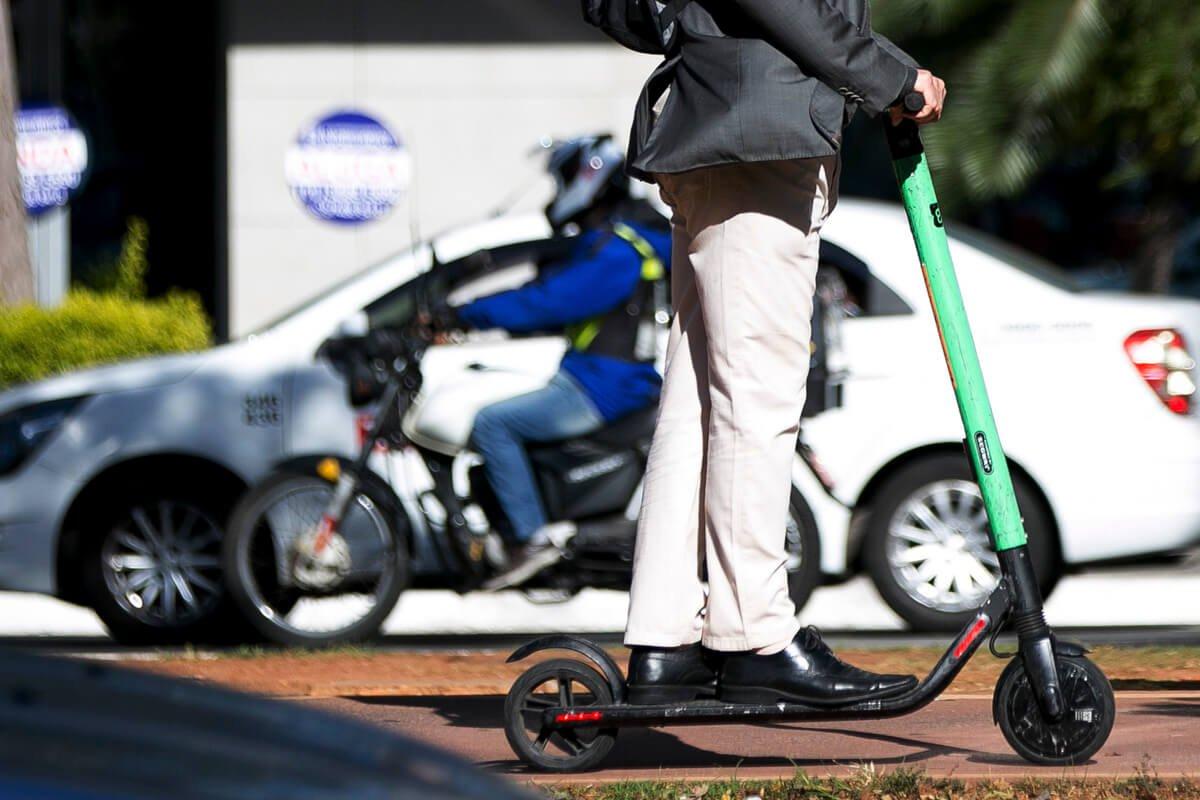 Na hora do rush, é possível contar 90 patinetes circulando na ciclovia da avenida Faria Lima, uma das mais movimentadas de São Paulo