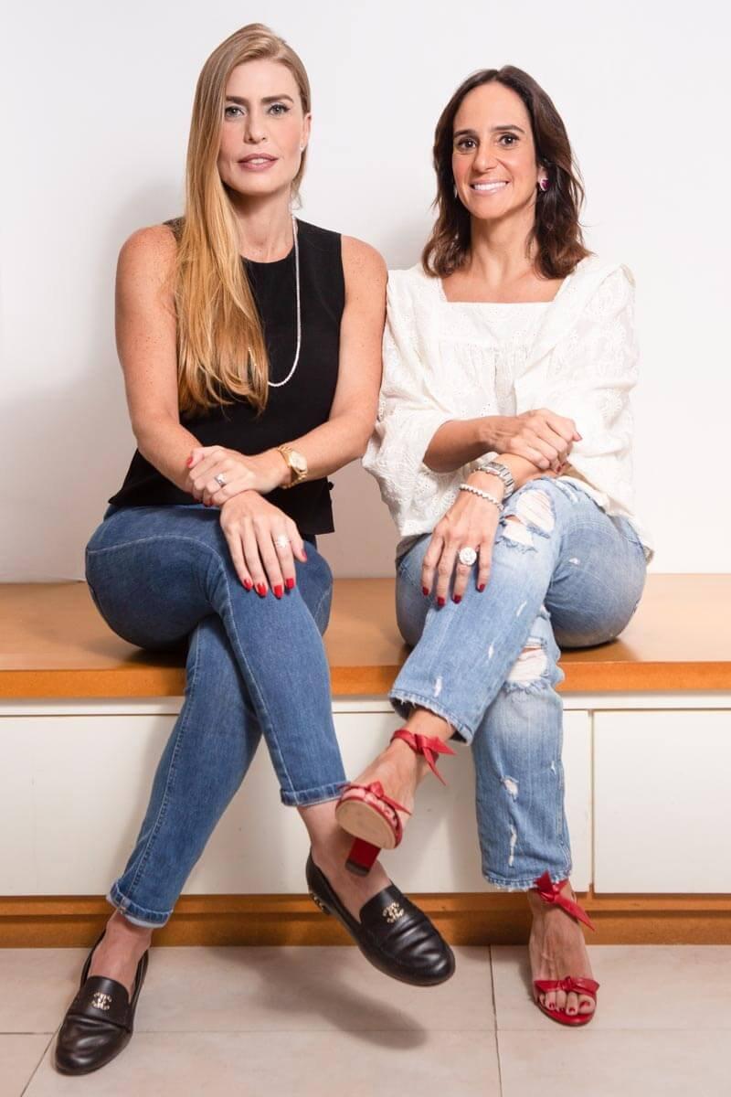 Izabella Patrus e Ana Paula Fonseca, sócias do brechó Brilho Vintage, acreditam que a visão dos brasileiros sobre brechós mudou.