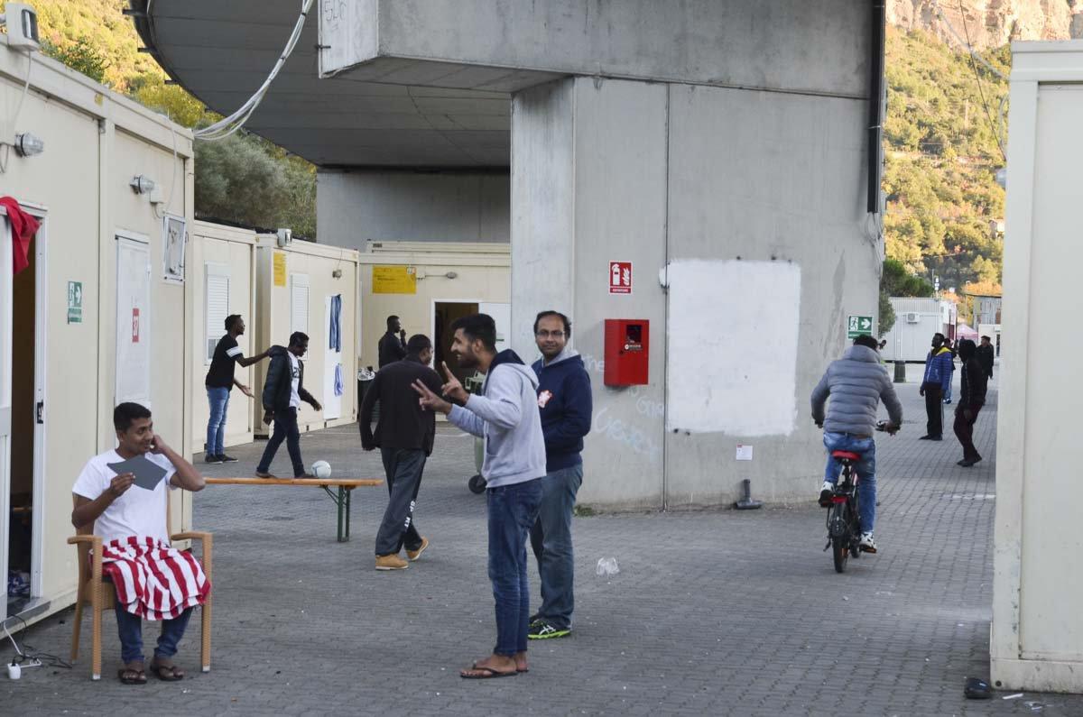 O acampamento é o local onde os migrantes buscam se recompor para continuarem a jornada para outros países europeus