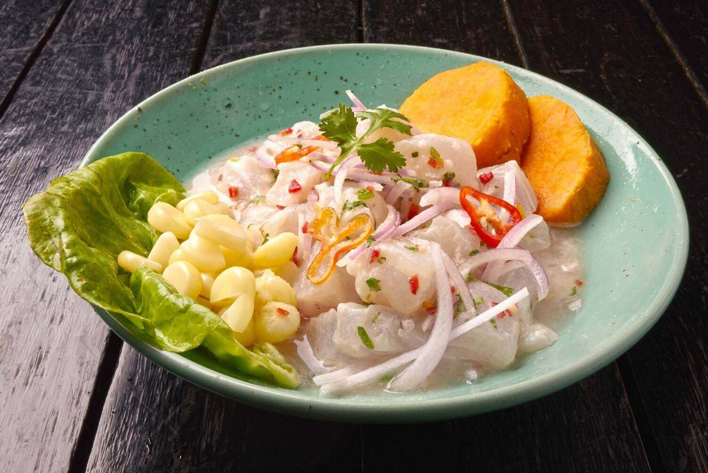 Um dos pratos clássicos da culinária peruana, o ceviche, especialidade do La Mar Cebicheria