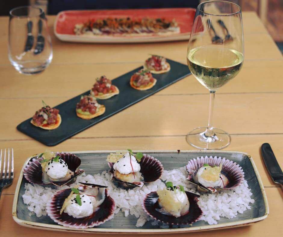 O restaurante Amoramar é ideal para um almoço saboroso e agradável