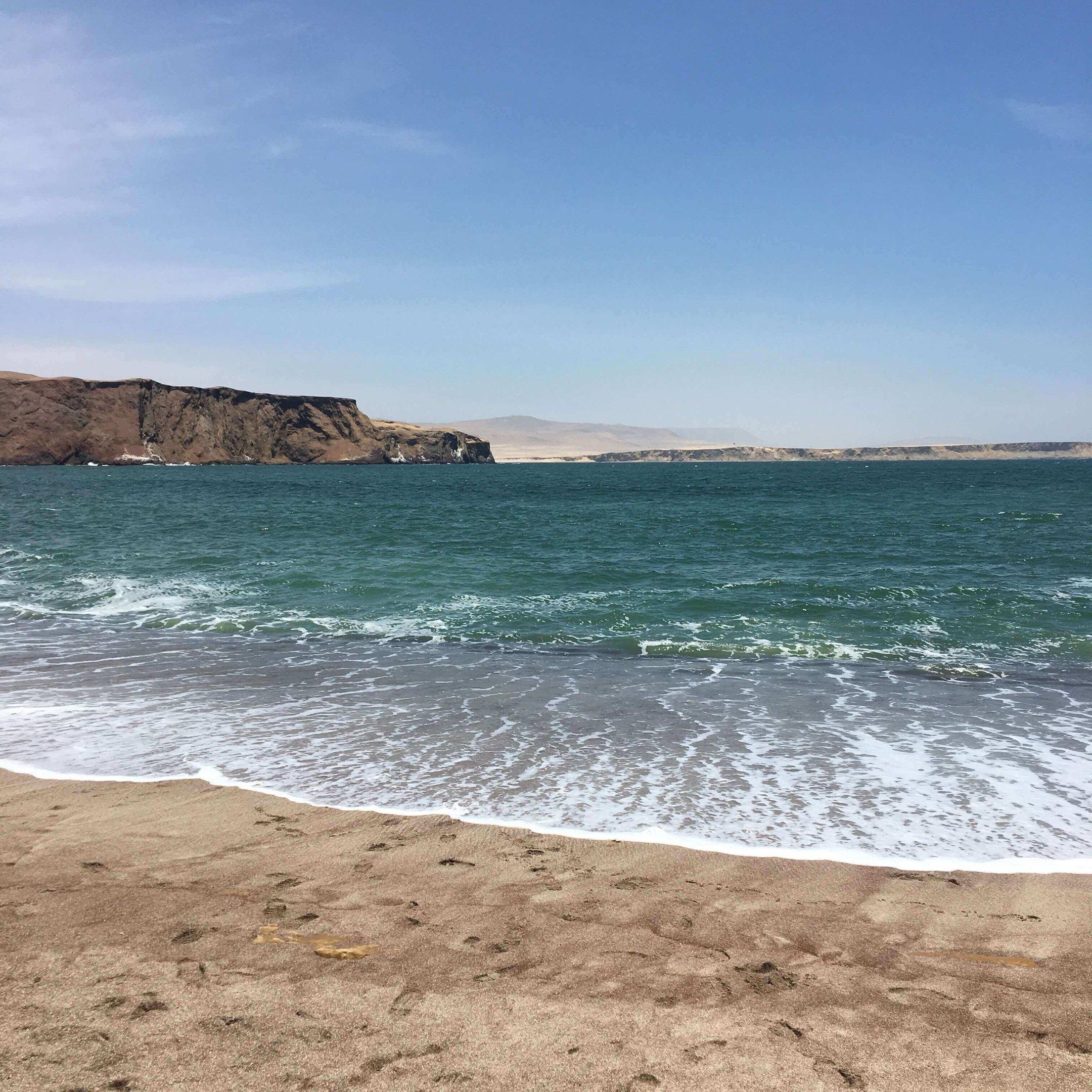 De um lado, areia; do outro, o oceano. Não deixe de conhecer este ponto turístico